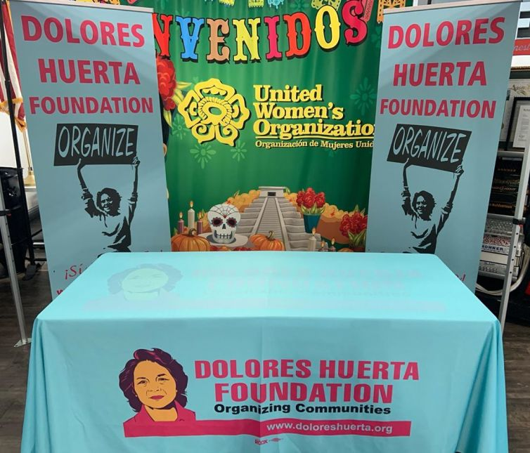 Dolores Huerta – Table Cover & Roll Up banners
